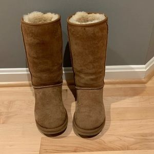Ugg classic tall boots size 6 Euc